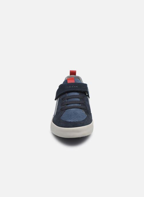 Sneakers Geox J Kilwi Boy J02A7E Azzurro modello indossato