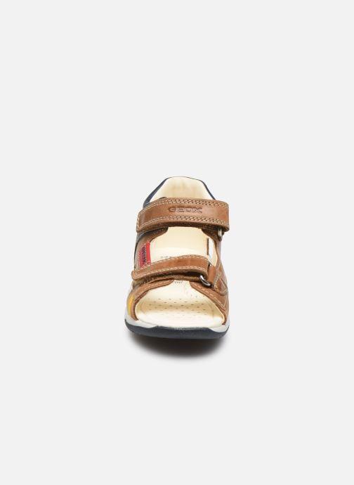 Sandali e scarpe aperte Geox B Sandal Tapuz Boy B020XA Marrone modello indossato