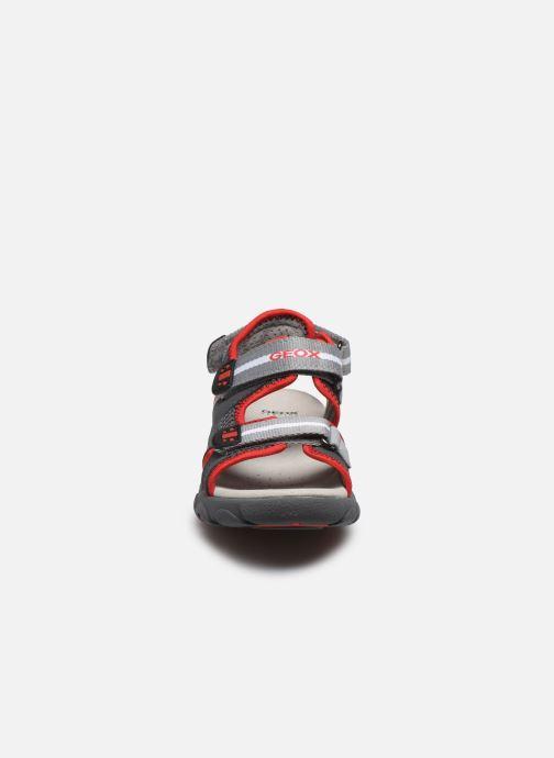 Sandali e scarpe aperte Geox Jr Sandal Strada J0224B Grigio modello indossato