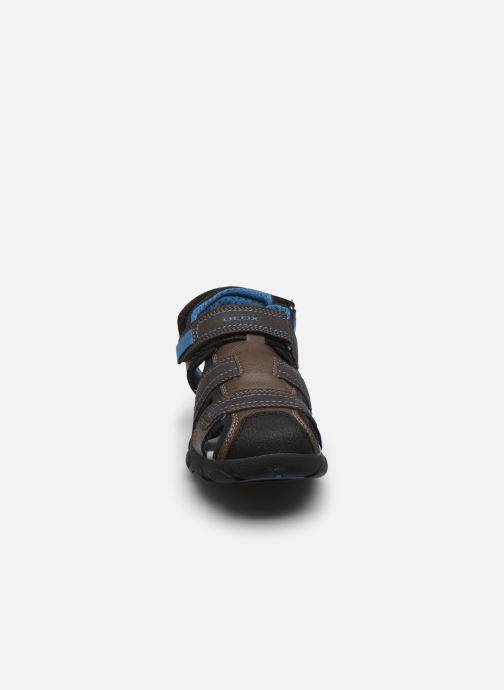 Sandaler Geox Jr Sandal Strada J0224D Brun se skoene på