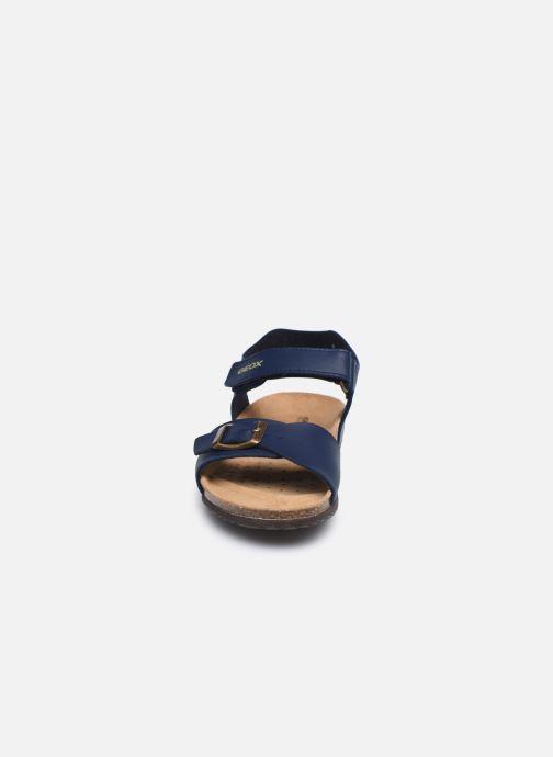 Sandales et nu-pieds Geox J Ghita Boy J028LB Bleu vue portées chaussures
