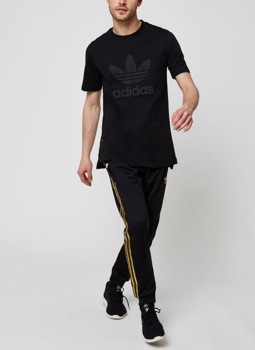 Vêtements adidas originals Sst50 Warmup Tee Noir vue bas / vue portée sac