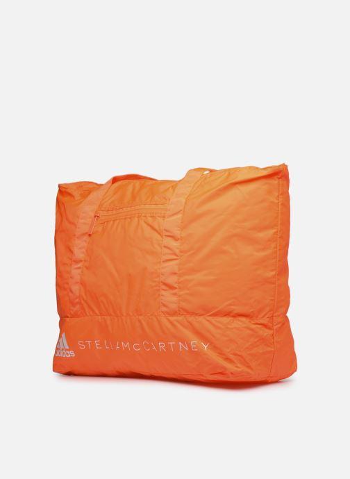 Borsa da palestra adidas by Stella McCartney Large Tote Arancione modello indossato