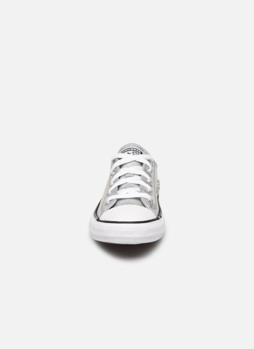 Baskets Converse Chuck Taylor All Star Coated Glitter Ox Argent vue portées chaussures