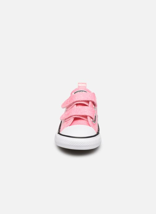 Baskets Converse Chuck Taylor All Star 2V Coated Glitter Ox Rose vue portées chaussures
