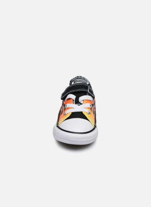 Baskets Converse Chuck Taylor All Star 1V Archive Flames Ox Noir vue portées chaussures