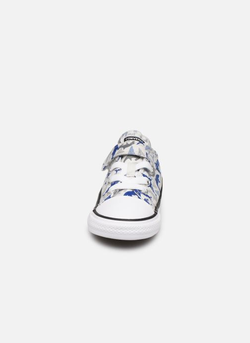 Baskets Converse Chuck Taylor All Star 1V Shark Bite Ox Blanc vue portées chaussures