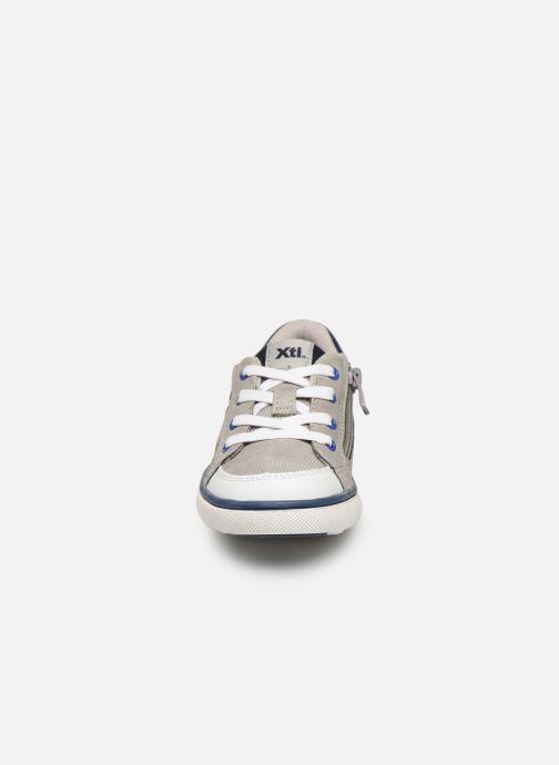 Baskets Xti 56733 Gris vue portées chaussures