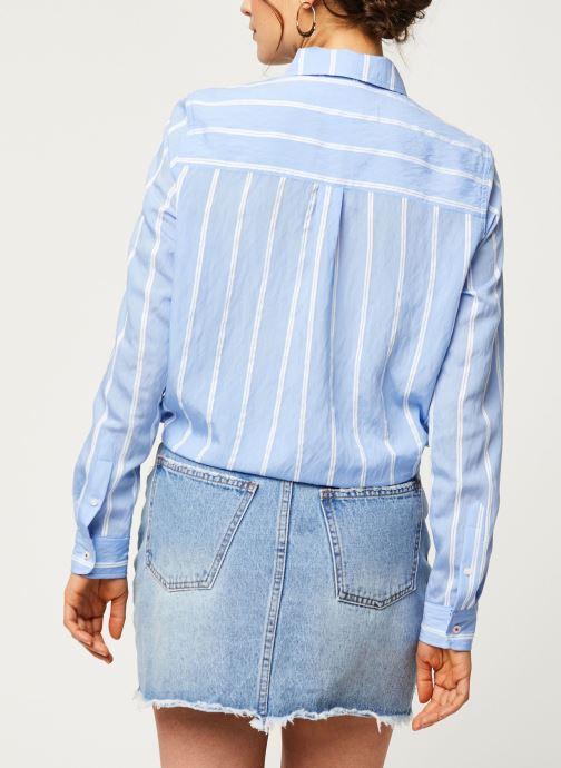 Vêtements Tommy Jeans TWJ Front Knot Shirt Bleu vue portées chaussures
