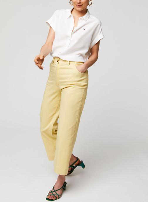 Vêtements Tommy Jeans TWJ Roll Up Sleeve Shirt Blanc vue bas / vue portée sac