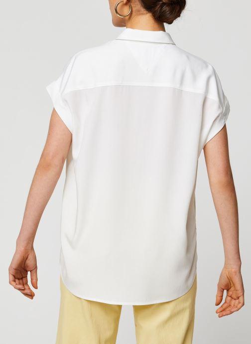 Vêtements Tommy Jeans TWJ Roll Up Sleeve Shirt Blanc vue portées chaussures