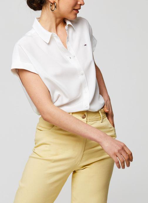 Vêtements Tommy Jeans TWJ Roll Up Sleeve Shirt Blanc vue détail/paire