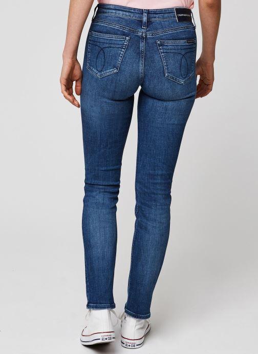 Vêtements Calvin Klein Jeans CKJ 021 Mid Rise Slim Bleu vue portées chaussures