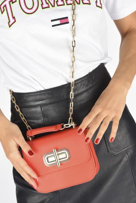 Bolsos de mano Tommy Hilfiger TURNLOCK MINI CROSSOVER Rojo vista de abajo