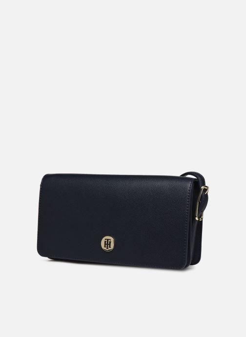 Bolsos de mano Tommy Hilfiger HONEY FLAP CROSSOVER Azul vista del modelo