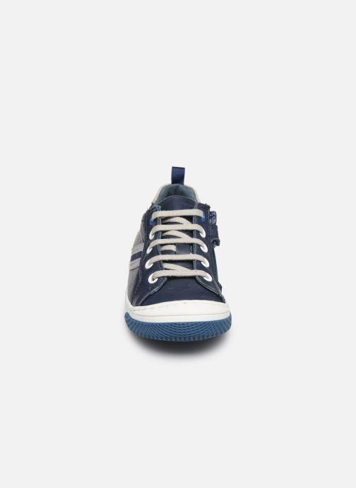 Sneakers Little Mary Logan Azzurro modello indossato