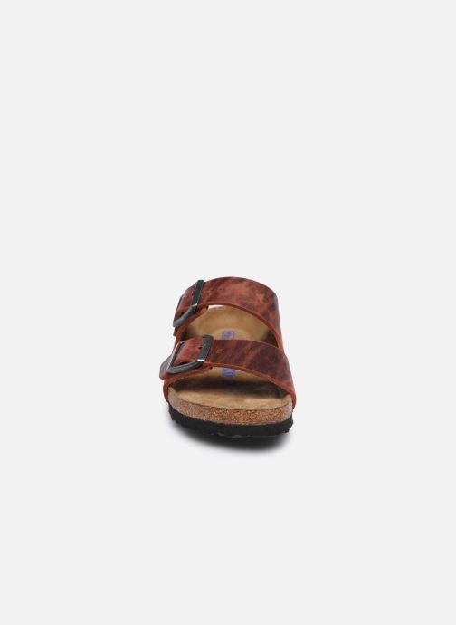 Zoccoli Birkenstock Arizona Sfb Cuir W Marrone modello indossato