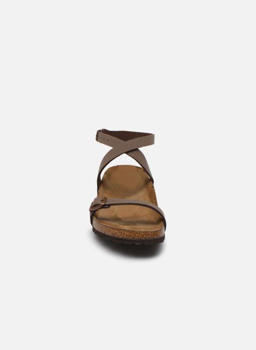 Sandali e scarpe aperte Birkenstock Daloa Flor W Marrone modello indossato