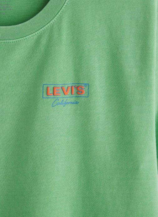 Vêtements Levi's Graphic Varsity Tee Vert vue portées chaussures