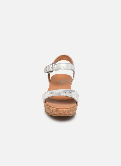 Sandalias UGG K-MILLEY Plateado vista del modelo
