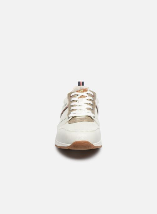 Sneakers Mustang shoes Aima Bianco modello indossato