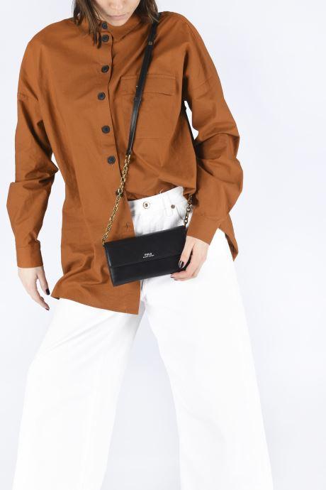 Handtaschen Polo Ralph Lauren CHAIN WALLET SMALL schwarz ansicht von unten / tasche getragen
