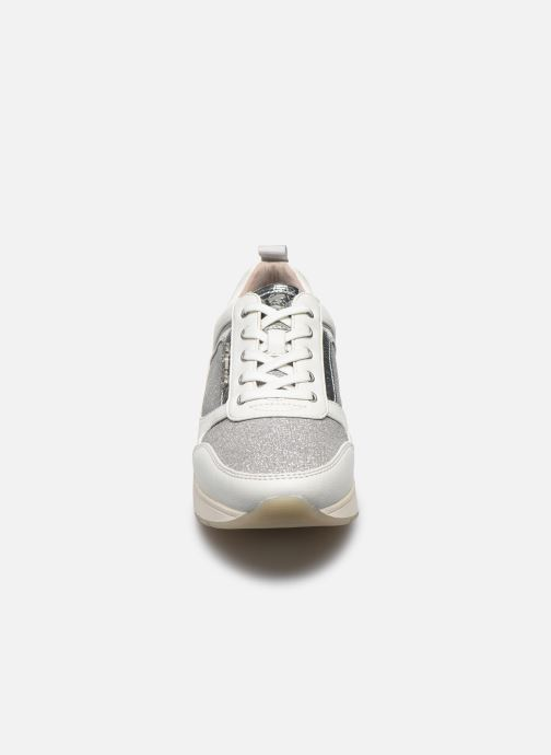 Sneakers Mustang shoes Hedell Grigio modello indossato