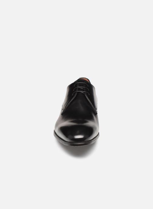 Zapatos con cordones Santoni Simon 15018 Negro vista del modelo