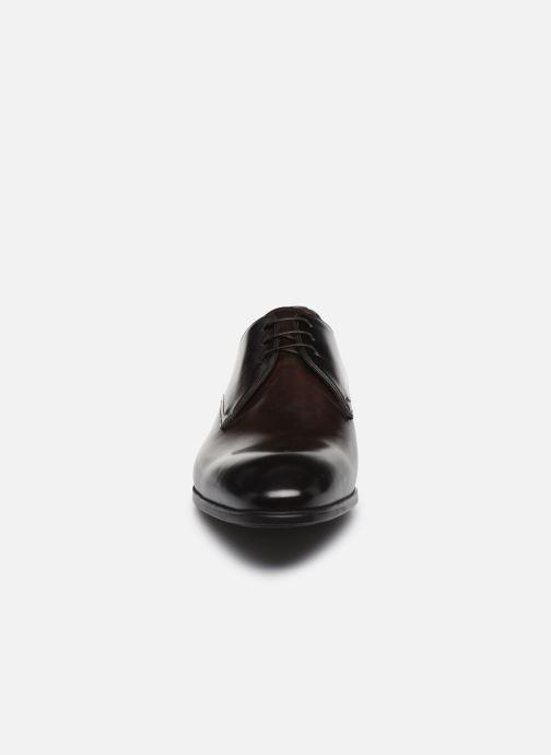 Zapatos con cordones Santoni Simon 15018 Marrón vista del modelo