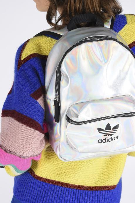 Sacs à dos adidas originals PU METALLIC Argent vue bas / vue portée sac