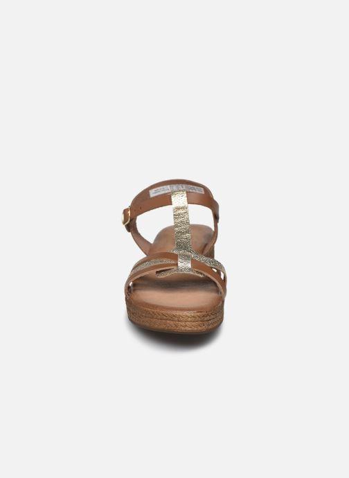 Sandales et nu-pieds Clarks Daniella Ray Marron vue portées chaussures