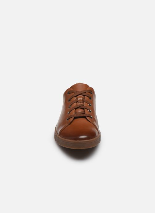 Sneakers Clarks Stanway Lace Marrone modello indossato