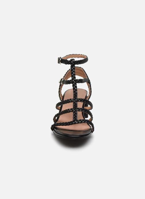 Sandali e scarpe aperte Vanessa Wu SD2081 Nero modello indossato