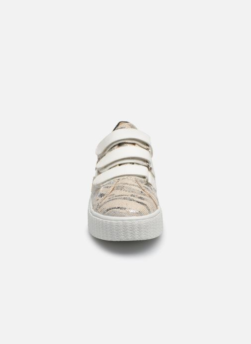 Sneakers Vanessa Wu BK2065 Beige modello indossato