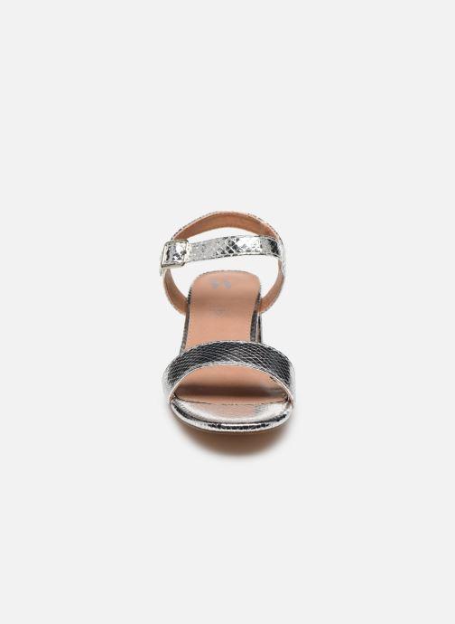 Sandales et nu-pieds Vanessa Wu SD2094 Argent vue portées chaussures