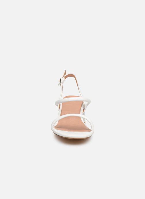Sandales et nu-pieds Vanessa Wu SD2102 Blanc vue portées chaussures