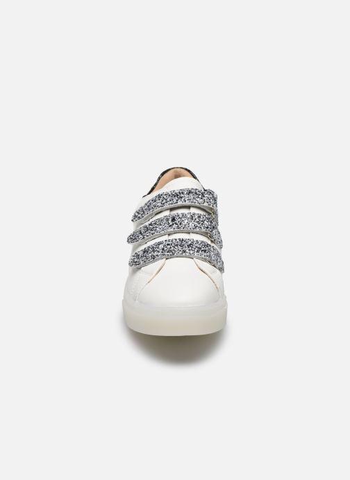Baskets Vanessa Wu BK2133-1 Blanc vue portées chaussures