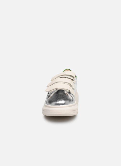 Sneaker Vanessa Wu BK2113 silber schuhe getragen