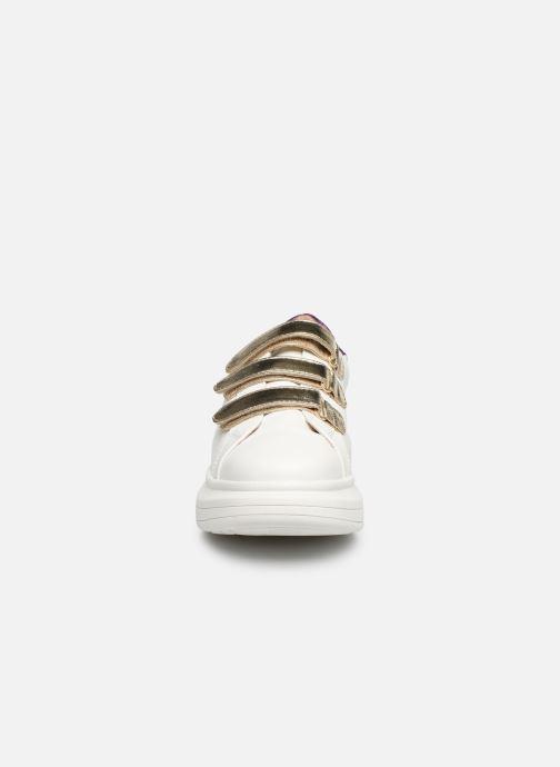 Baskets Vanessa Wu BK2113 Blanc vue portées chaussures