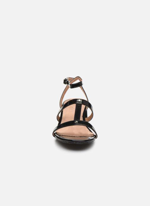 Sandali e scarpe aperte Vanessa Wu SD2096 Nero modello indossato