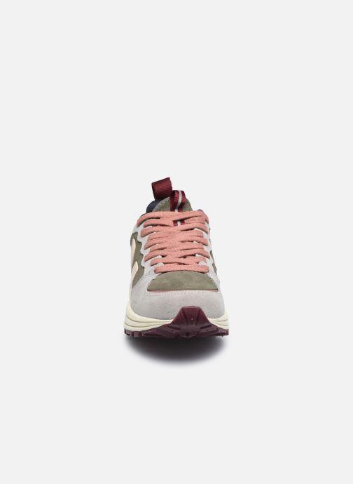 Baskets Veja VENTURI W Vert vue portées chaussures