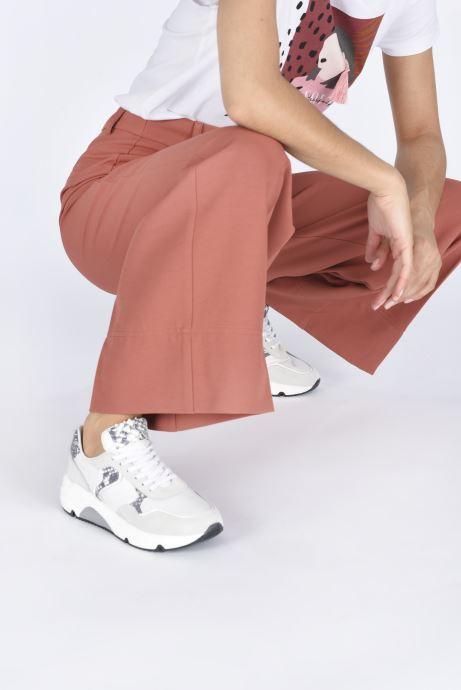 Sneaker Sweet Lemon L.61.ANOUK weiß ansicht von unten / tasche getragen