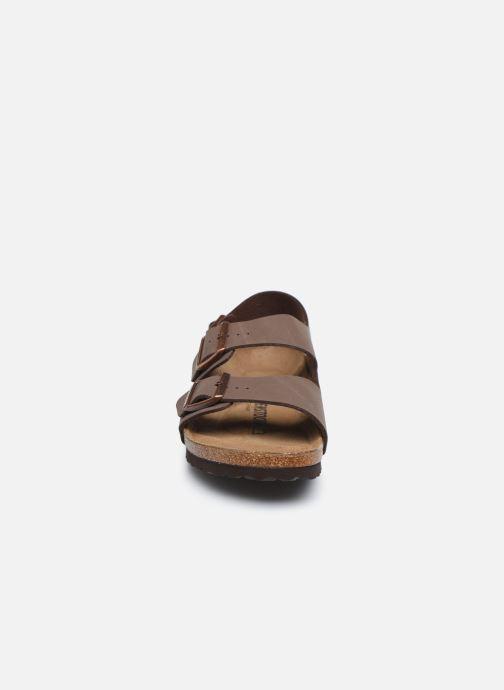 Sandales et nu-pieds Birkenstock Milano Marron vue portées chaussures