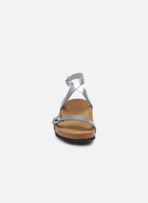 Sandali e scarpe aperte Birkenstock Daloa Flor W Argento modello indossato