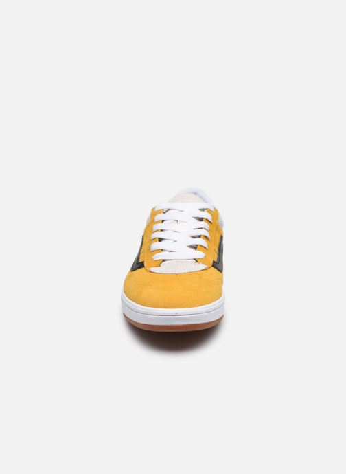 Baskets Vans Cruze CC V Marron vue portées chaussures