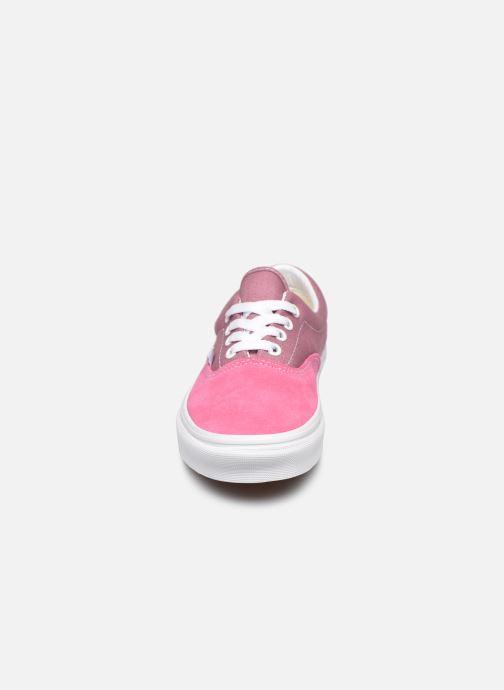 Sneakers Vans Era W V Rosa modello indossato
