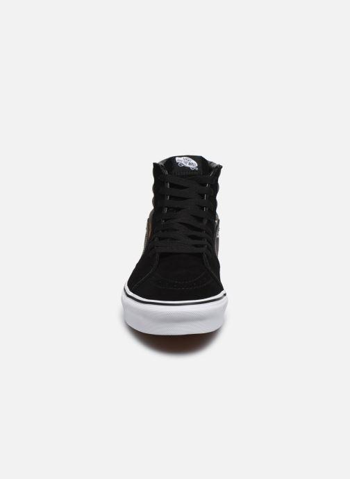 Sneakers Vans SK8-Hi V Nero modello indossato