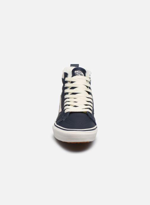 Sneakers Vans SK8-Hi W MTE V Azzurro modello indossato