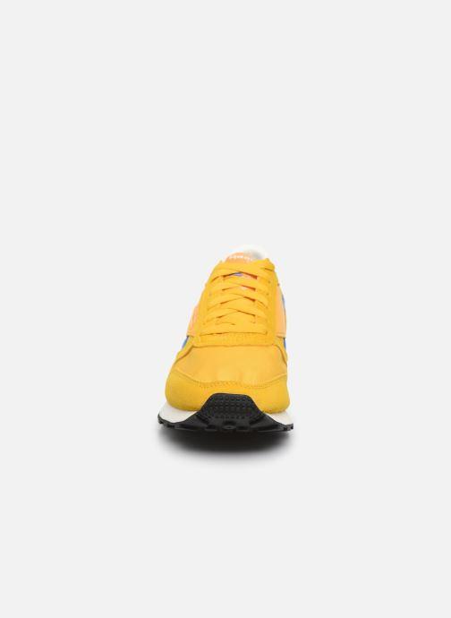 Baskets Reebok Cl Lthr Az Jaune vue portées chaussures