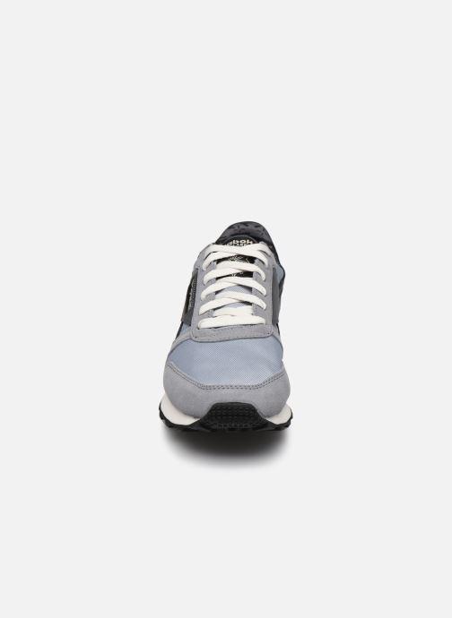 Sneakers Reebok Cl Lthr Az Grigio modello indossato